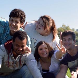 Junge Menschen freuen sich
