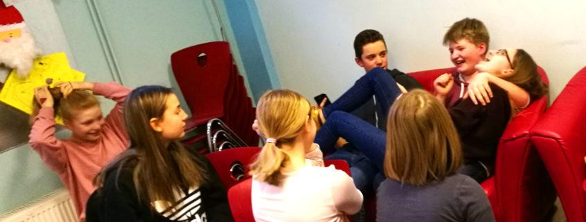 Jugendliche in einem Begegnungszentrum