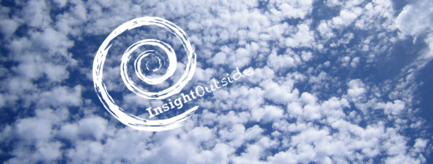 Himmel mit Wolken und Insight Outside Logo